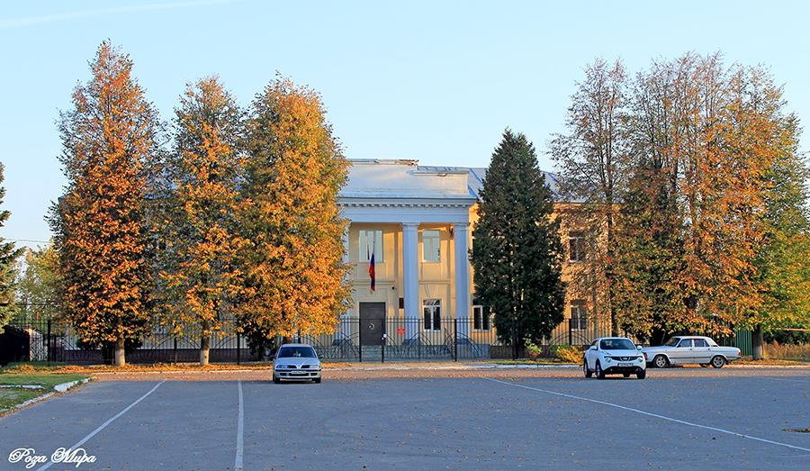 Памятник с сердцем Камешково Мемориальный комплекс с арками и колонной Норильск