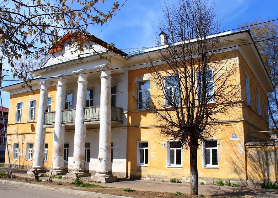 Мемориальный комплекс с арками и колонной Муром Лампадка из габбро-диабаза Мелеуз